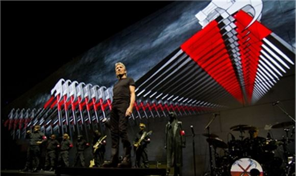 Breathe Expands The Wall for Roger Waters' Epic 2010-11 Arena Tour